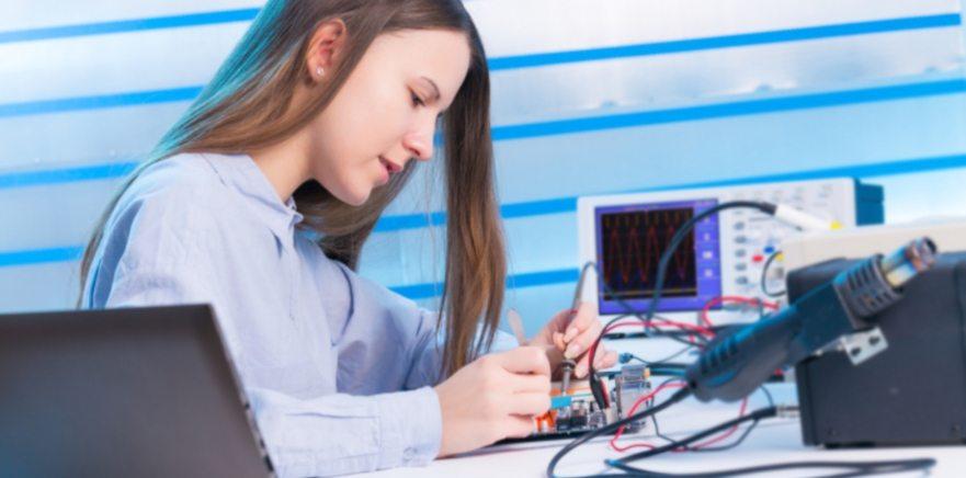 Impulsando la presencia de la mujer en el sector TIC