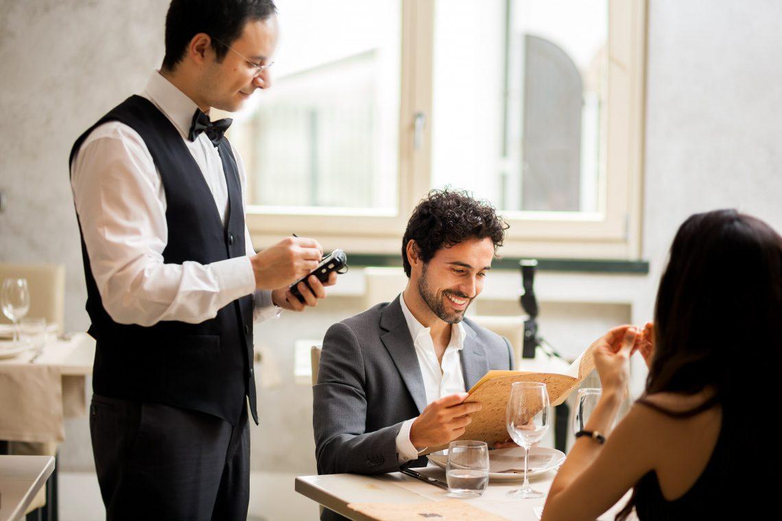 Trabajo en hostelería y turismo: cómo elegir bien a los empleados