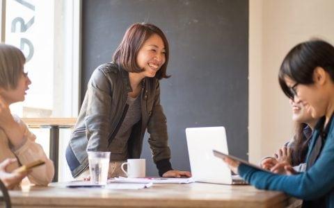 ¿Qué es la gestión del desempeño y cómo puede ayudar a promover el talento de los empleados?