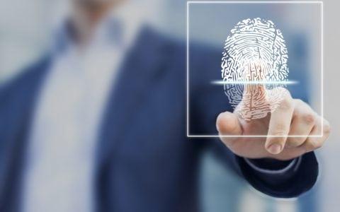 Control de presencia mediante huella dactilar: ventajas e inconvenientes de implantarlo