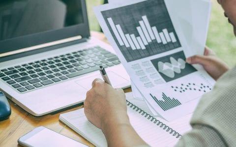 ¿Cómo se realiza un benchmarking interno y qué aporta?
