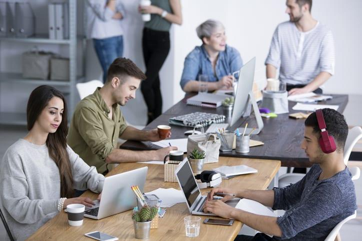 Descubre qué son los sitios calientes dentro de las oficinas open space