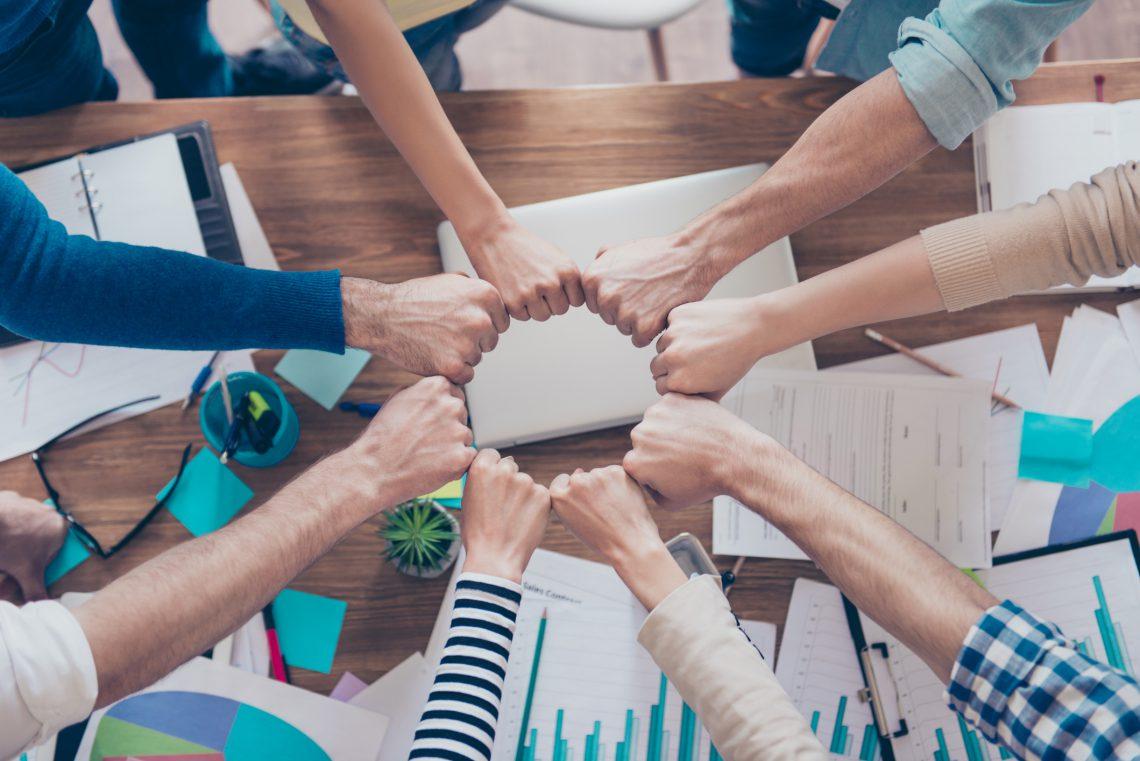 ¿Cómo unir un equipo de trabajo descohesionado?