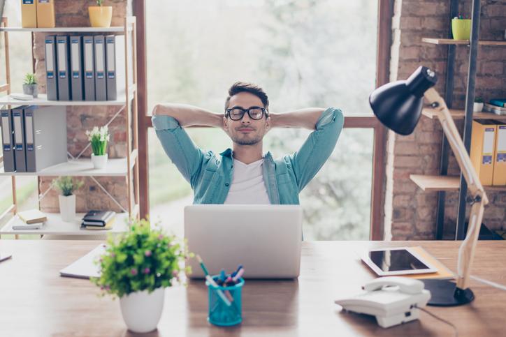 Beneficios del diseño ergonómico del puesto de trabajo en la oficina