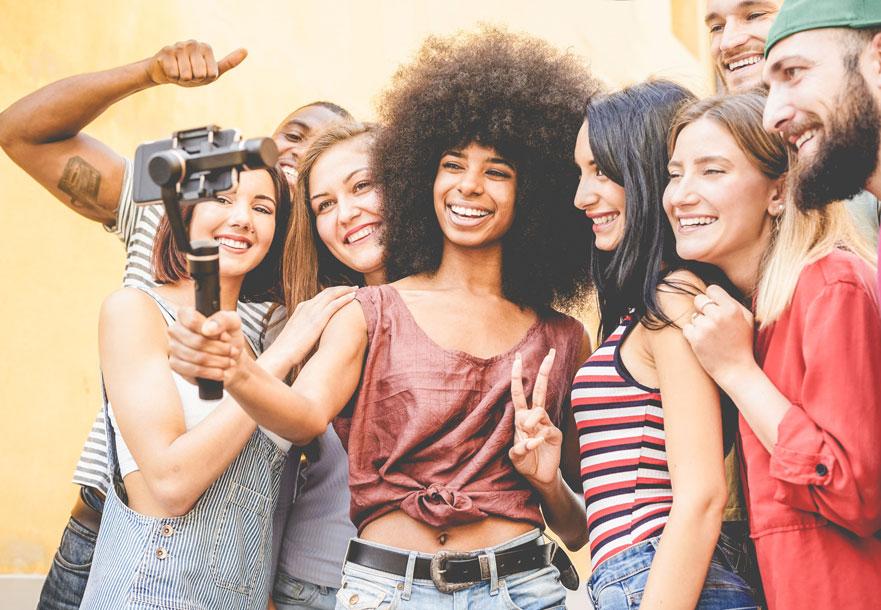 Qué es el <i>influyee</i>: la mezcla perfecta entre empleado e <i>influencer</i>