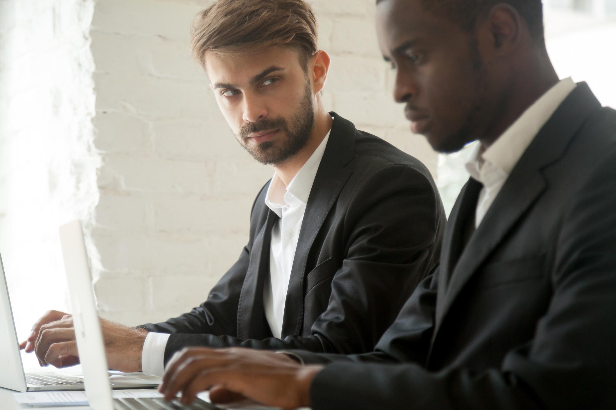 Racismo laboral: consejos para combatirlo y prevenirlo