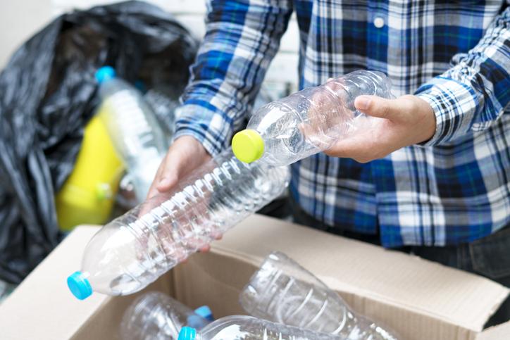 Acciones para reducir el consumo de plástico en la oficina