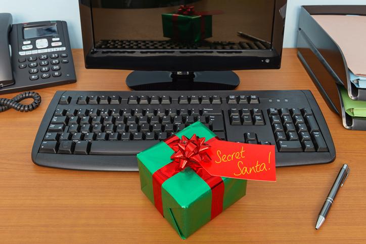 Por qué es buena idea hacer el amigo invisible en la oficina estas navidades