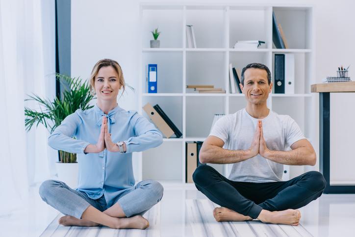 Ventajas de practicar yoga en la oficina