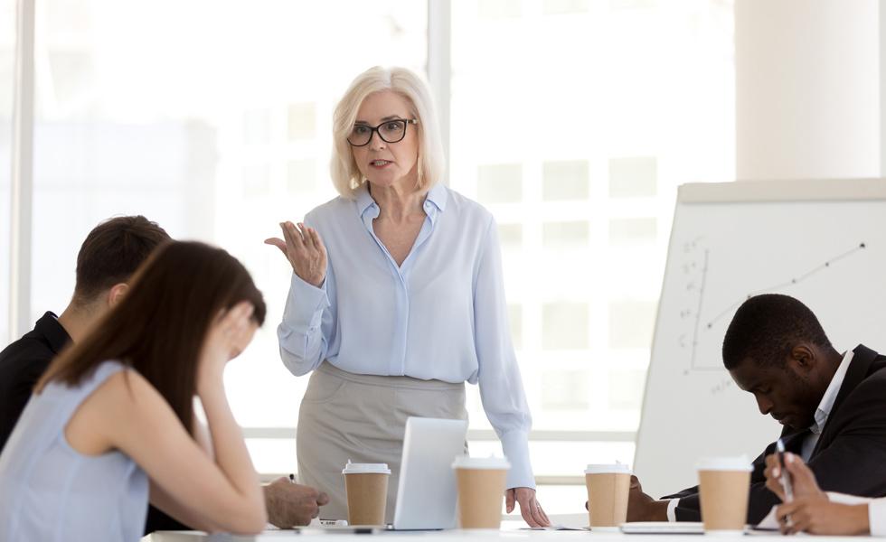 Formas de garantizar que tus empleados cumplan los procesos laborales