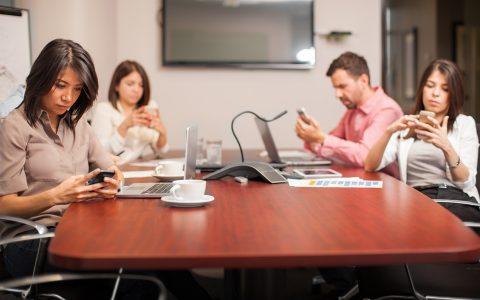 ¿Cómo evitar que la tecnología en la empresa distraiga a tus empleados?