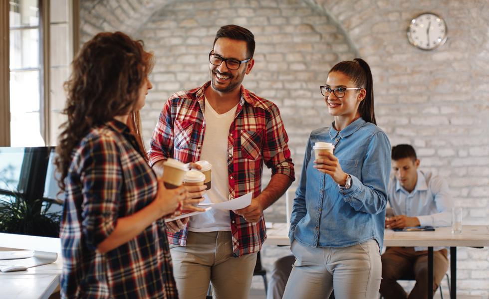 ¿Puede una empresa descontar las pausas del café en el horario laboral?