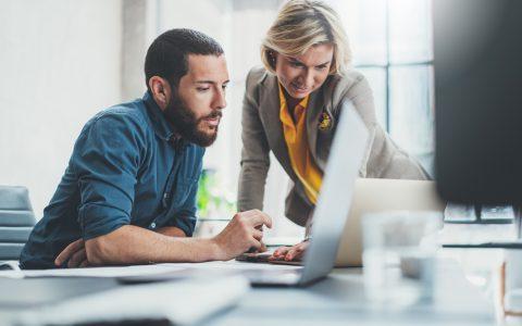 Ventajas y desventajas de delegar una tarea a un empleado