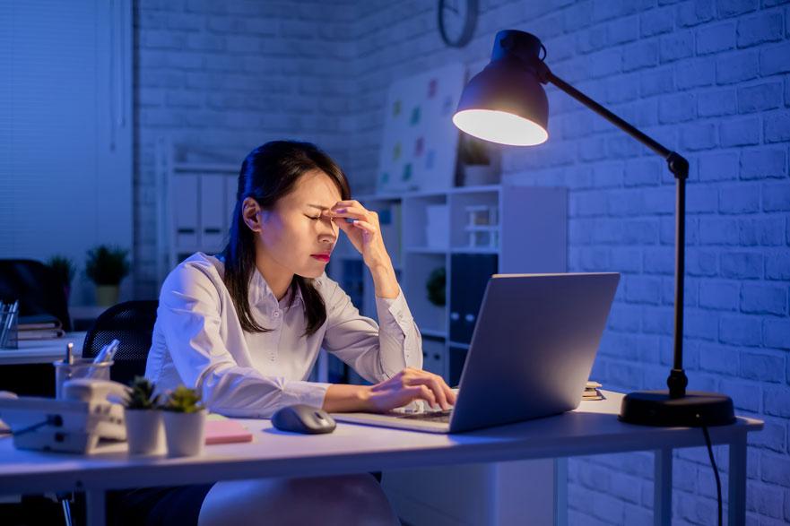 Prevenir los efectos negativos del uso de pantallas sobre la salud de los trabajadores
